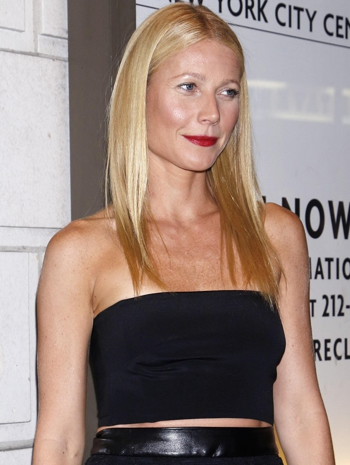 Gwyneth Paltrow flashing her midriff at the opening night of The Country House at the Friedman Theatre in New York City on October 2, 2014