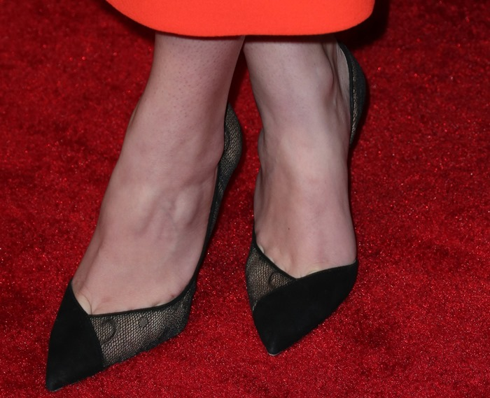 Hailee Steinfeld shows toe cleavage inlace d'Orsay pumps by Aquazzura