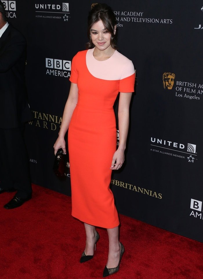 Hailee Steinfeld inan orange-and-pink midi dress from the Roksanda Spring 2015 collection