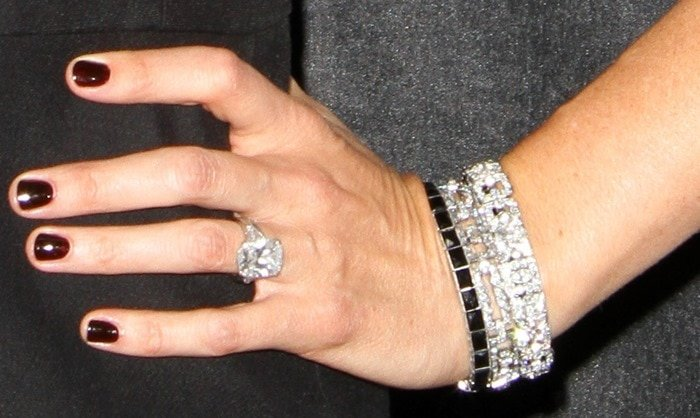 Jennifer Garner showing off her Neil Lane jewelry