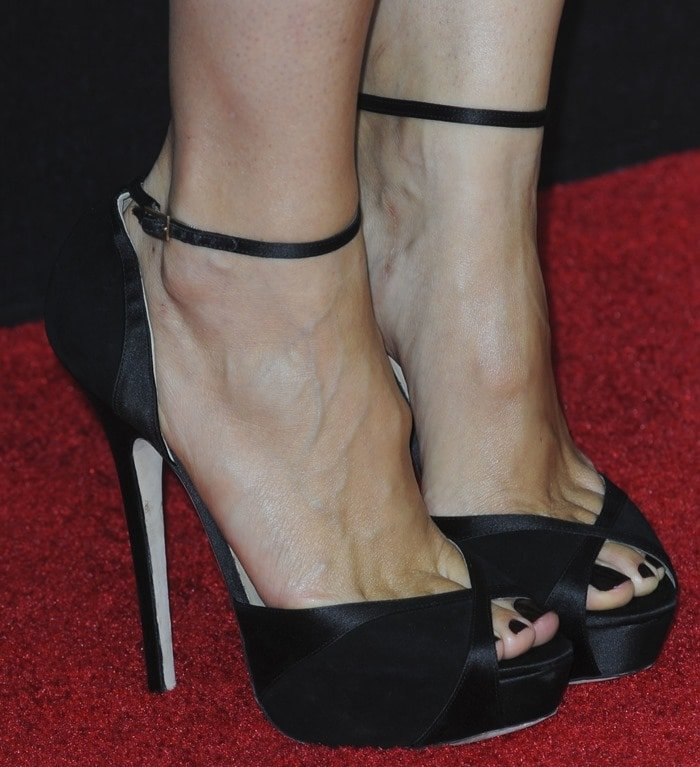 "Jennifer Garner showed off her sexy toes in black suede ankle-strap ""Kalpa"" sandals by Jimmy Choo"