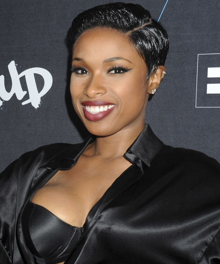 Jennifer Hudson flaunted her cleavage in a tiny dress that left her bra exposed
