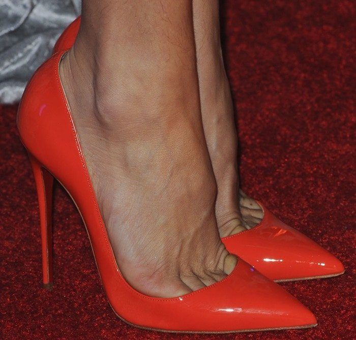 "Kate Hudson showing toe cleavage in red patent leather ""Iriza"" pumps"