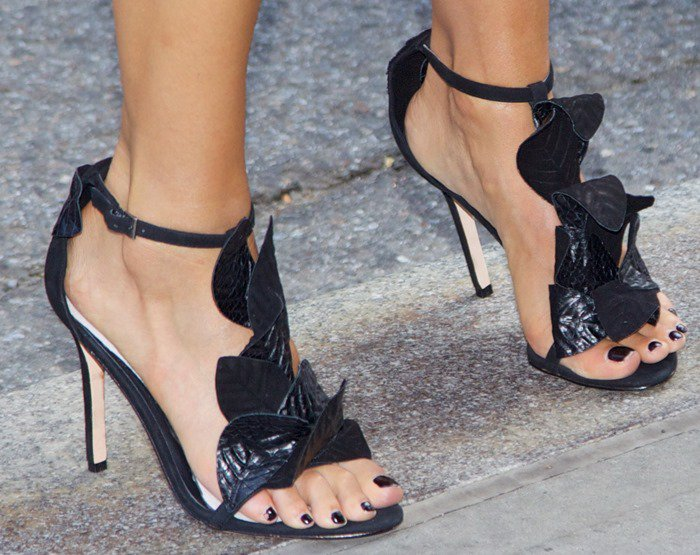 Jessica Alba shows off her sexy feet in flirty and feminine Kotur sandals