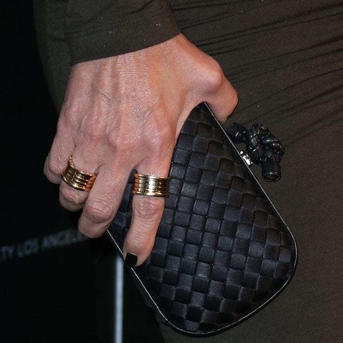 Kris Jenner totinga Bottega Veneta clutch