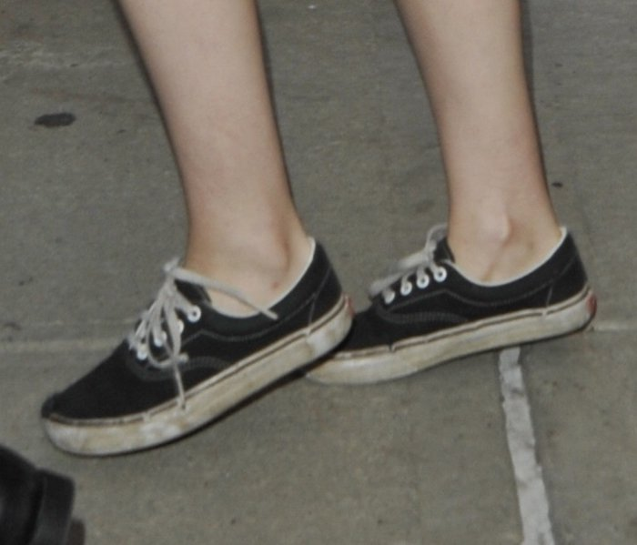 Kristen Stewart's Vans sneakers lookdirty and worn out