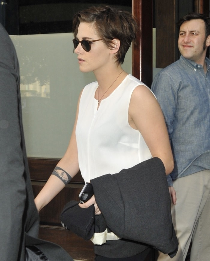 """Kristen Stewart wearingvintage """"O'Malley 45"""" sunglasses by Oliver Peoples"""