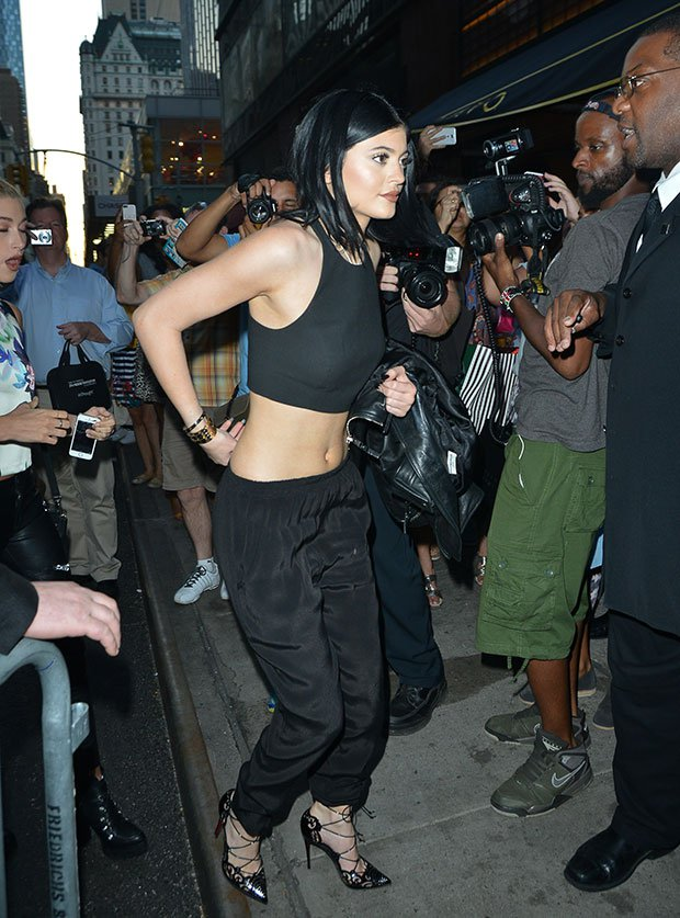 Kylie-Jenner-Crop-Top-in-New-York-City1