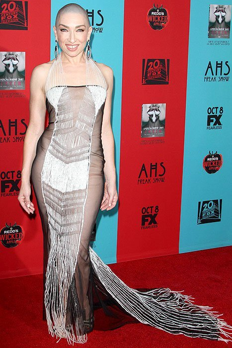 Naomi Grossman showed up naked at the fourth season premiere of American Horror Story: Freak Show