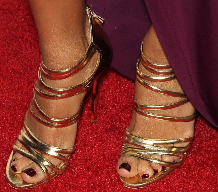 """Naya Rivera shows off her sexy feet ingold-tone leather """"Blade"""" sandals by Casadei"""