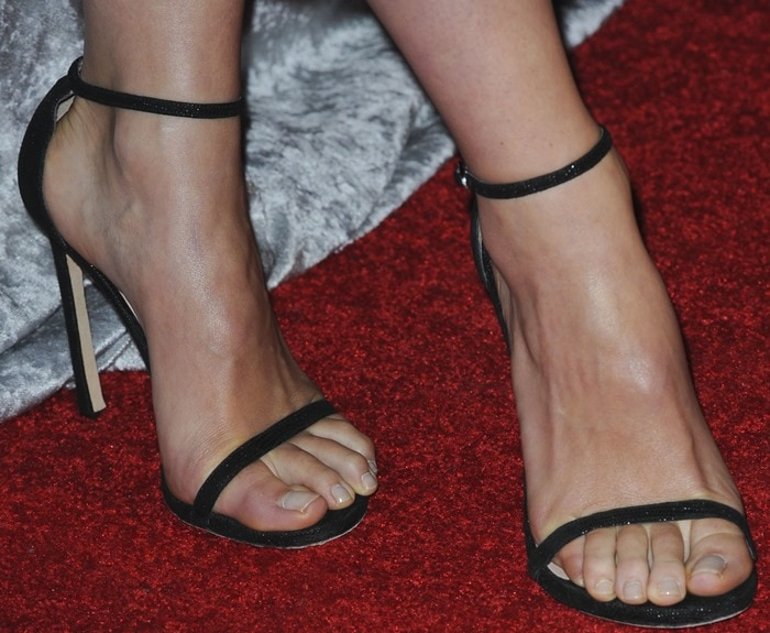 Olivia Wilde's perfect feet in Nudist sandals