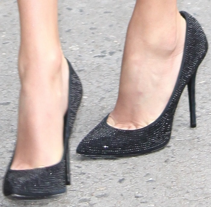 Taylor Swift shows off her feet in sparkling black Giuseppe Zanotti pumps