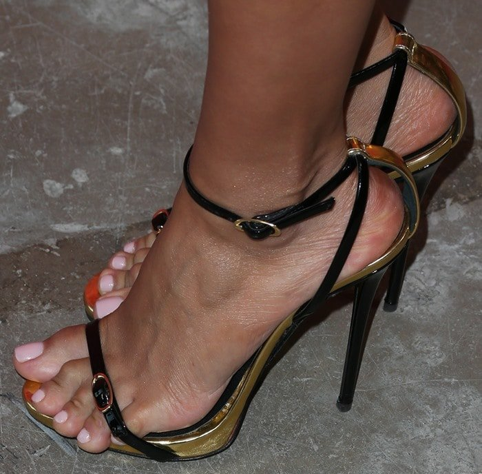 Lilly Ghalichi showing off her feet and overhanging toes