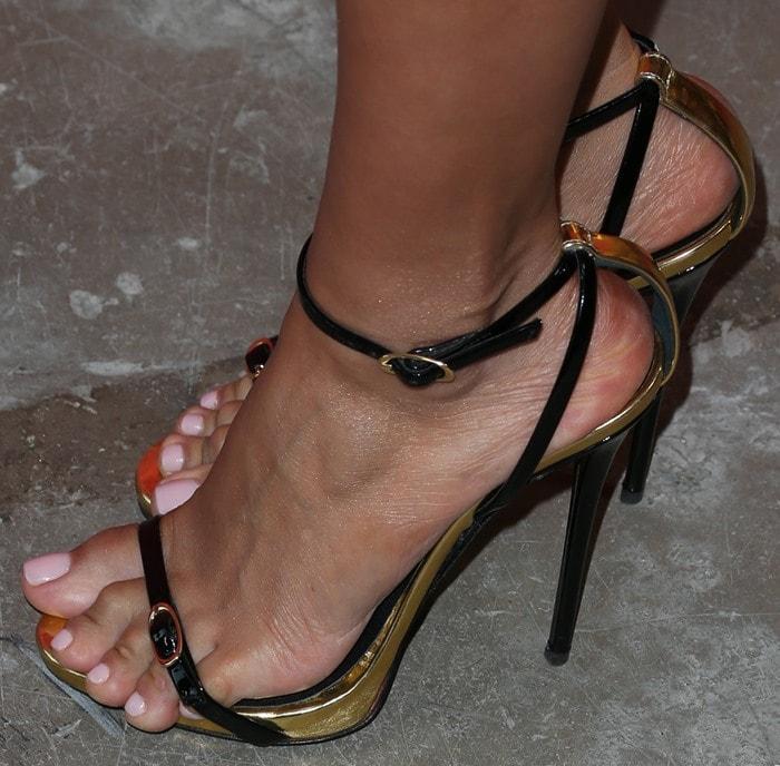 Vanessa Hudgens Sexy Legs In Black Studded Mtng Fullu