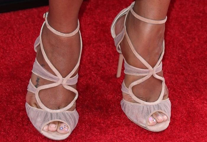 Zoe Saldana's sexy feet inlust-worthy lace heels from Jimmy Choo