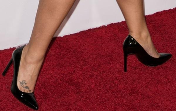 Demi Lovato rocking blackSaint Laurent 'Paris' pumps