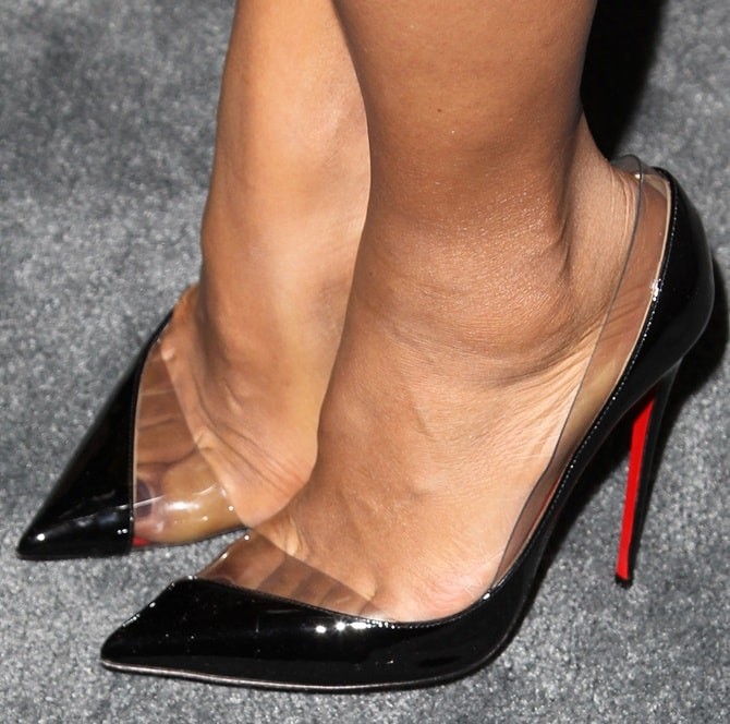 Kerry Washington's hot feet in Miss Rigidaine heels