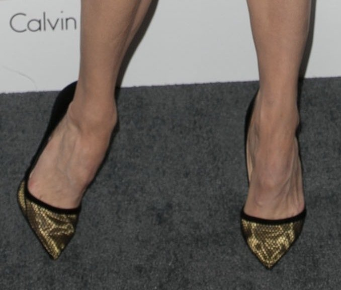 Renee Zellweger showed off her feet in Christian Louboutin shoes