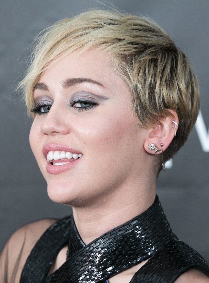 Miley wearing simple diamond jewelry with her bondage-inspired dress
