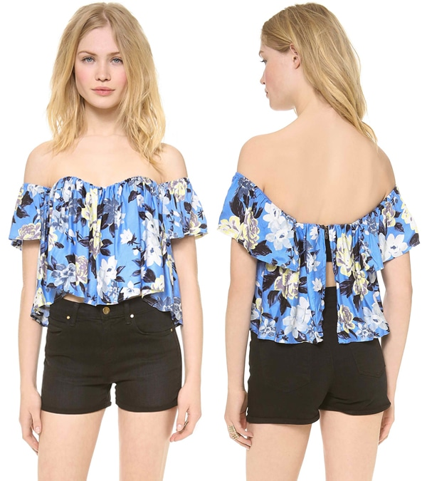 Patterned with graphic flowers, this sweet re:named crop top gains volume from gentle pleats.