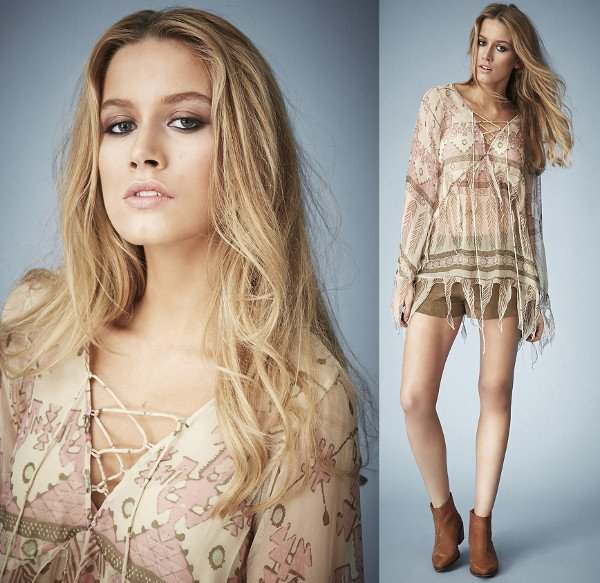 This crinkled chiffon blouse is perfect
