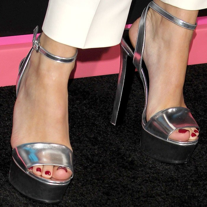 "Bella Thorne shows off sexy feet in Gucci ""Leila"" platform sandals"