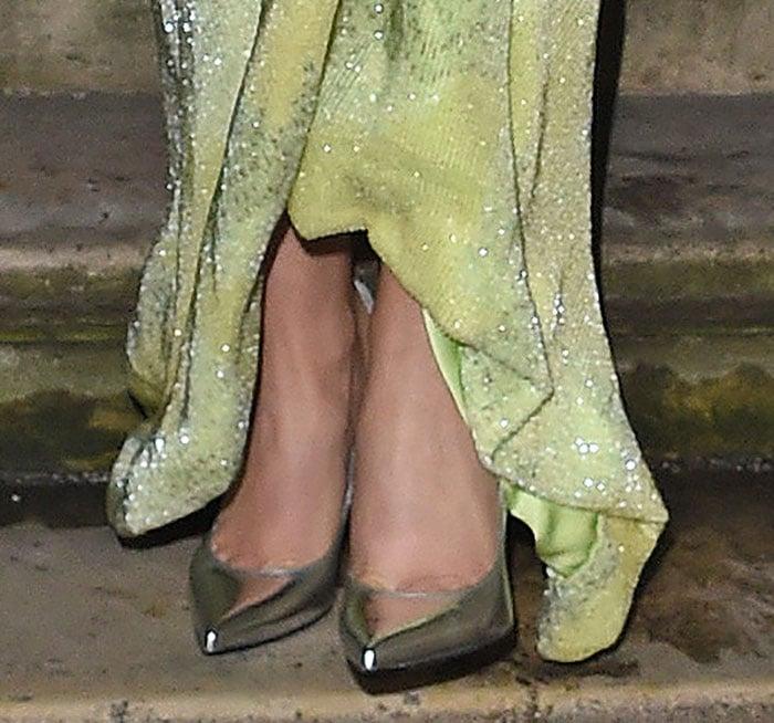 CherylFernandez-Versini shows off her feet in Nicholas Kirkwood pumps