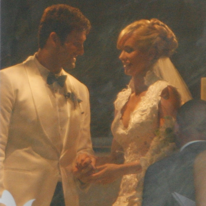 Dallas Cowboys quarterback Tony Romo tied the knot with pageant queen and TV reporter Candice Crawford
