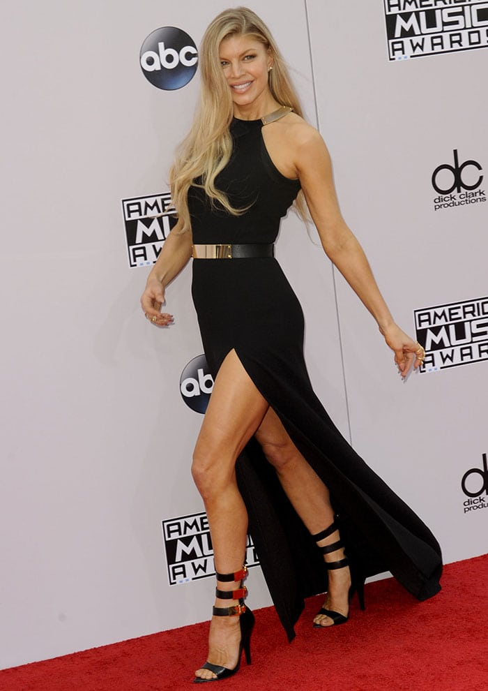 Fergie's dress features a leg-baring thigh-high slit
