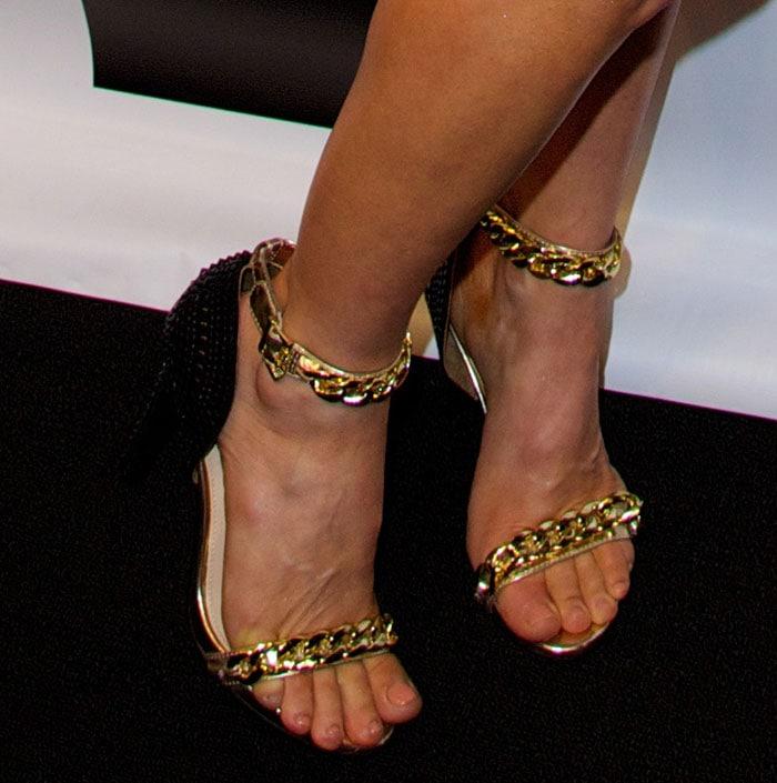Fergie-in-Fergie-Razor-Sandals-1