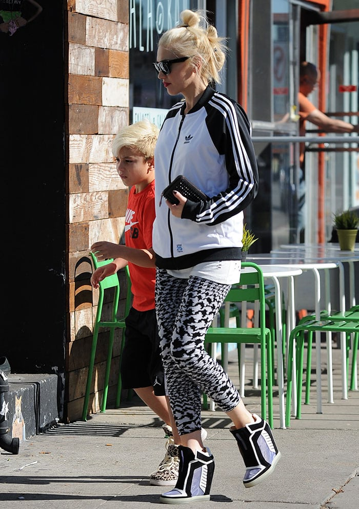 Gwen-Stefani-with-Kingston-in-West-Hollywood