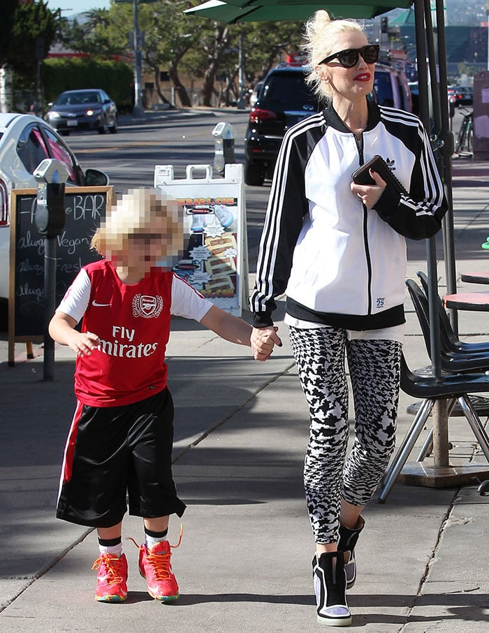 Gwen-Stefani-with-Zuma-in-West-Hollywood