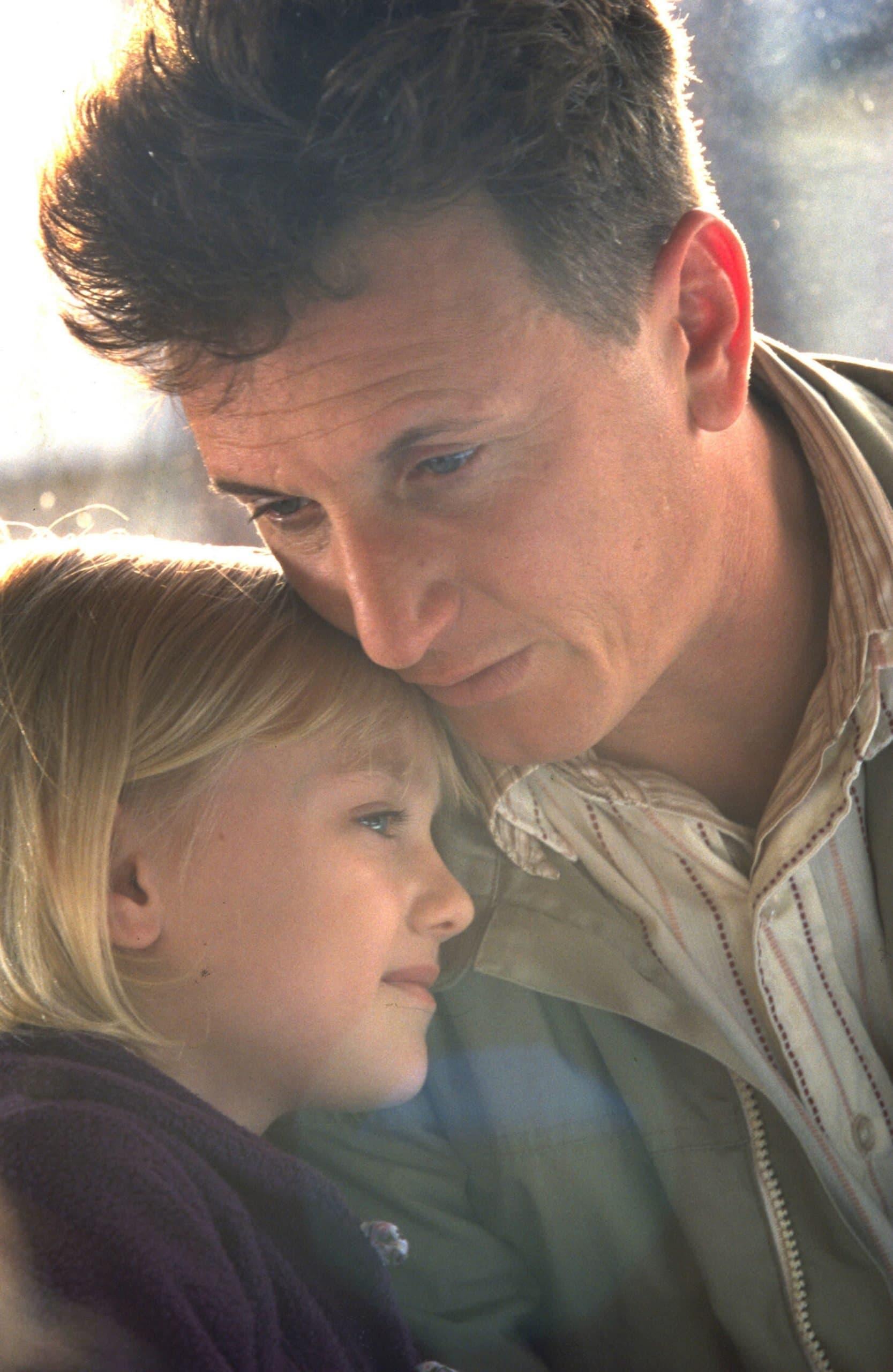 Dakota Fanning as Lucy Diamond Dawson and Sean Penn as Sam Dawson in I Am Sam