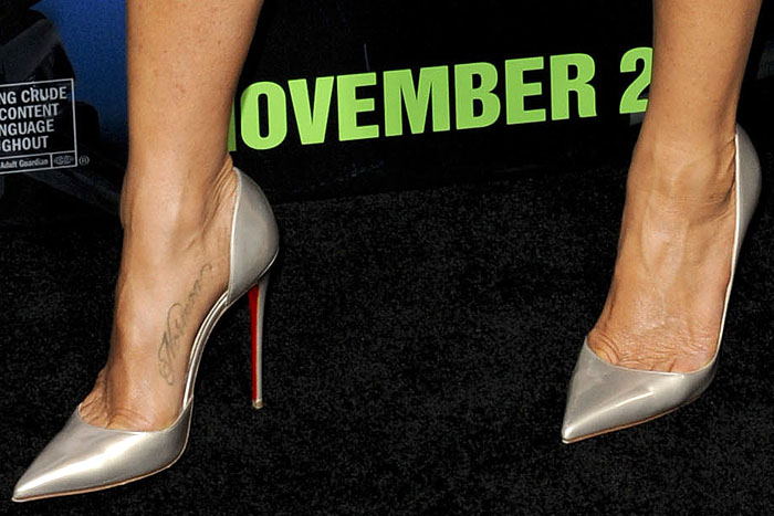 Jennifer Aniston reveals toe cleavage in pearly metallic silver-beige shoes