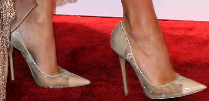 "Carrie Underwood shows off her feet inbeige Jimmy Choo ""Amika"" pumps"