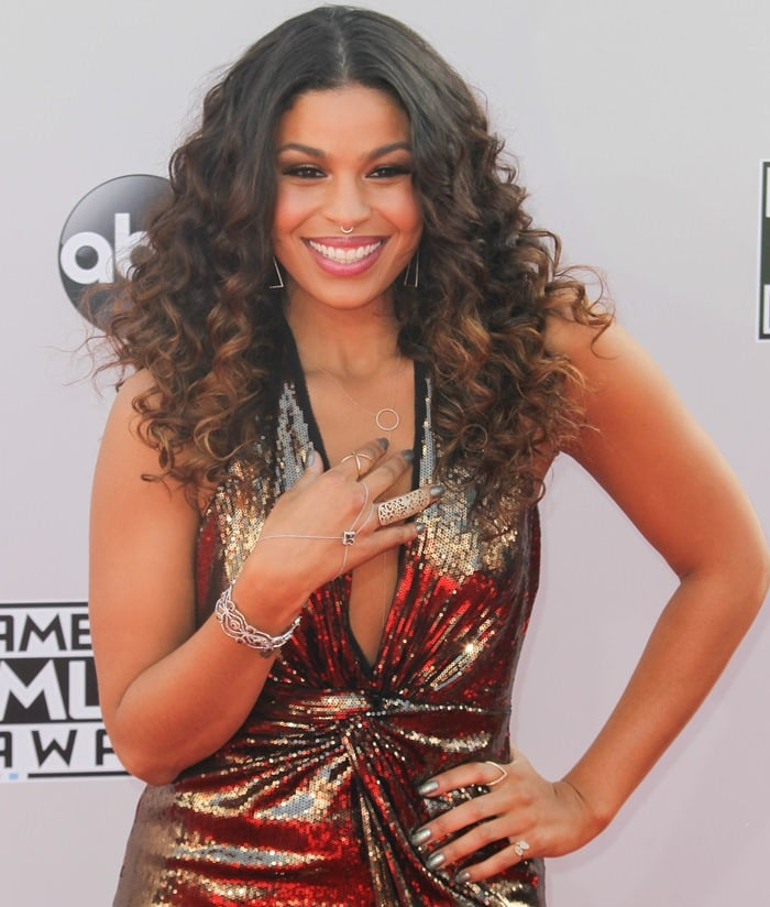 Jordin Sparks'Halston Heritage dress features a plunging neckline and a knotted detail at the waist