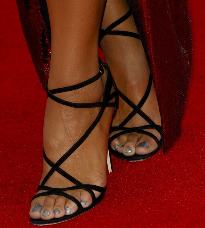 Jordin Sparks shows off her sexy feet instrappy Dolce & Gabbana sandals