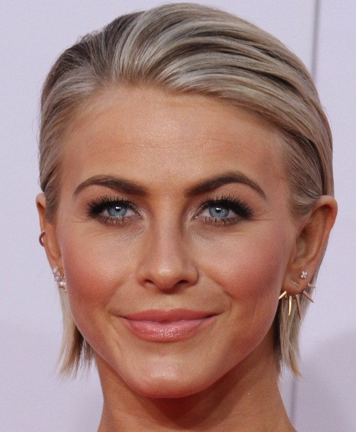 Julianne Hough shows off a gold pavé ear cuff at the 2014 American Music Awards