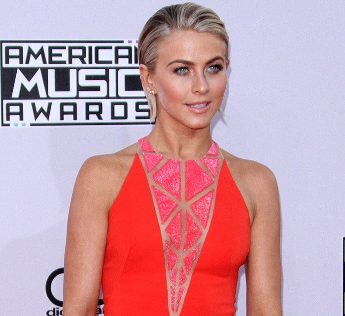 Julianne Hough donned a coral side-slit gown from the Zuhair Murad Resort 2015 collection