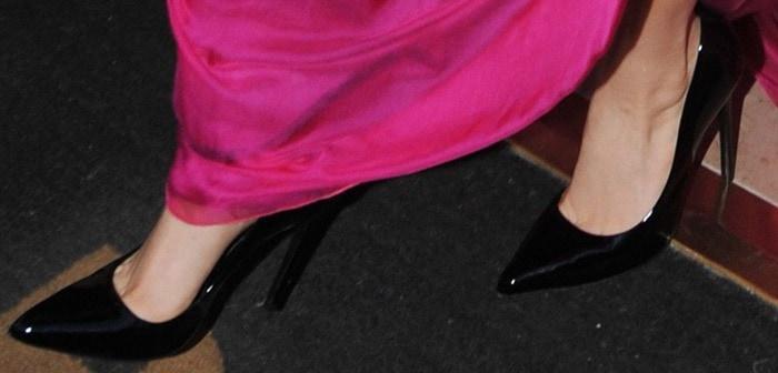 Lady Gaga wearing black pointy-toe shoes