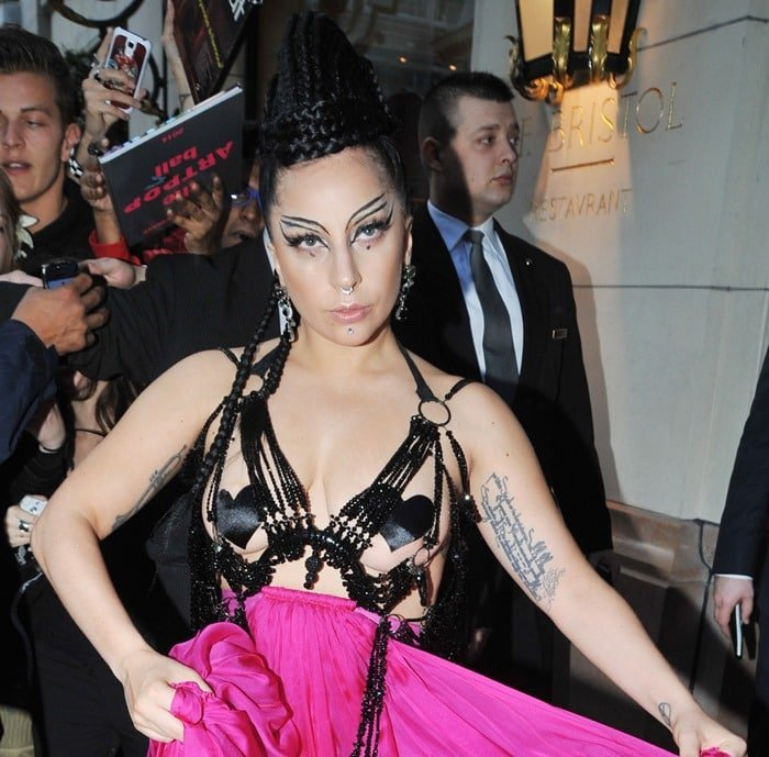 Lady Gaga'shair was piled in tightly coiled braids atop her head