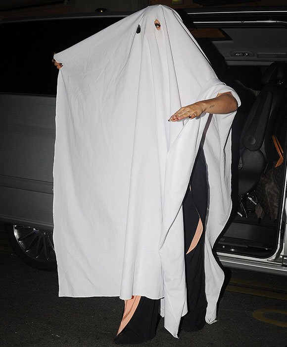 Lady Gaga using the tablecloth from the restaurant where she had dinner as a last-minute Halloween costume