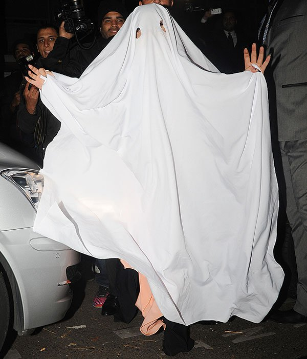 Lady-Gaga-ghost-Halloween-costume.jpg