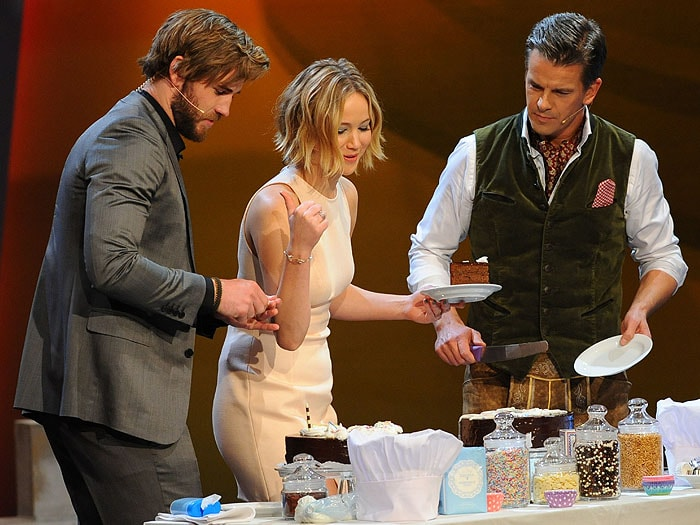 Liam Hemsworth and Jennifer Lawrence taking on a cake-decorating challenge on the Austrian show Wetten, dass..?