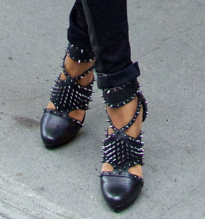 Michelle Williams' hot feet in BCBGMAXAZRIA spiked pumps