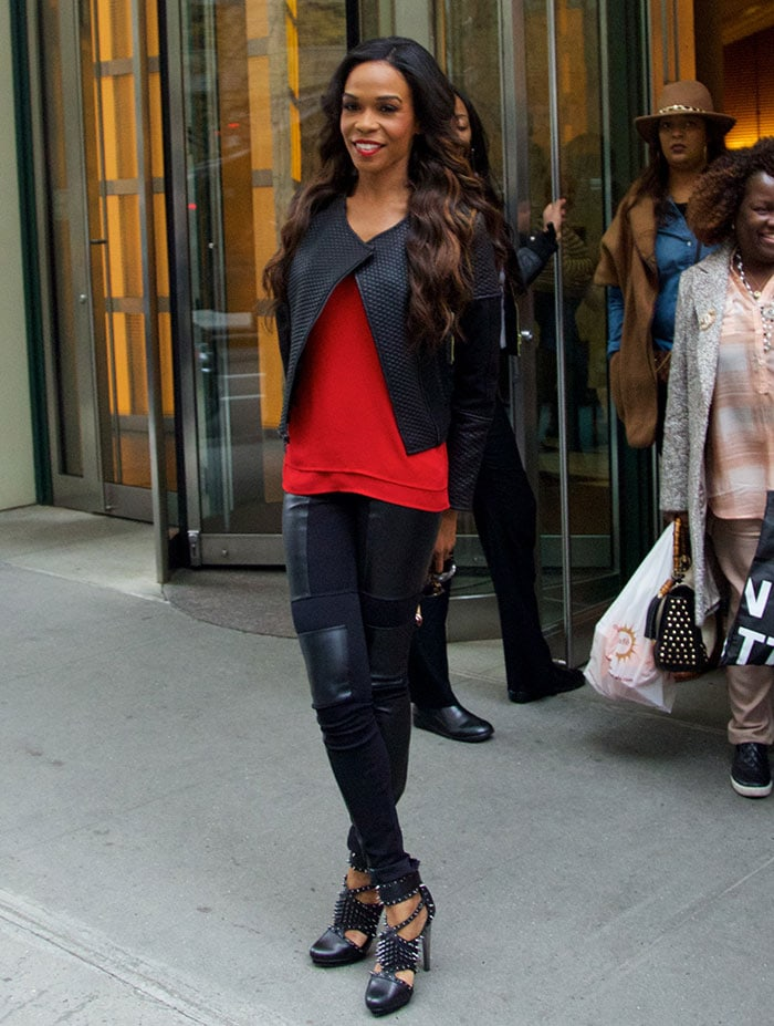 Michelle Williams let her long curls fall loosely over her shoulders
