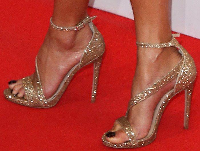Nicole Scherzinger's sexy feet ingold high-heel Gosh sandals