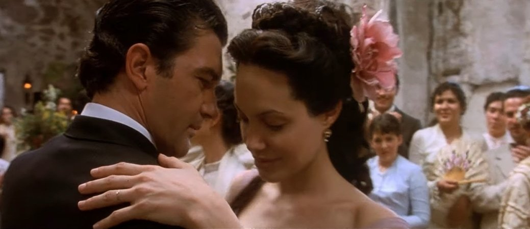 Antonio Banderas and Angelina Jolie were rumored to have started dating when filming Original Sin