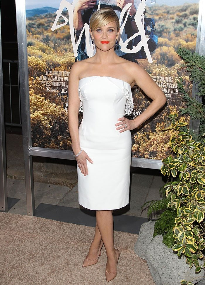 Reese Witherspoon displayed her signature ultra-feminine, sassy style in a flattering white strapless dress by Zac Posen