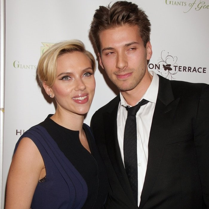 Scarlett Johansson's twin brother, Hunter, was born three minutes after her on November 22, 1984, in Manhattan, New York
